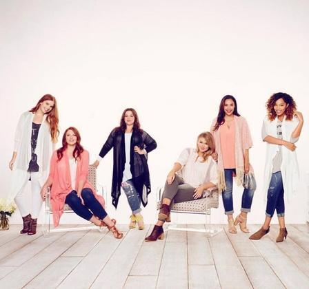 ▲梅麗莎麥卡錫(左三)創大尺碼品牌,樂於做自己!/圖片來源/梅麗莎麥卡錫官網