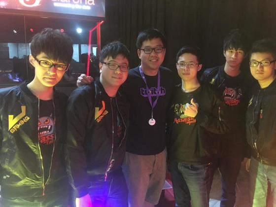 負責審核台灣Twitch訂閱夥伴的吉祥跟電競圈、電玩圈許多人都是好友