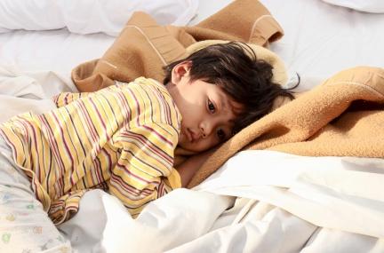 【天冷注意】寶貝發燒好著急!醫師:父母4項錯誤行為,恐延誤病情!