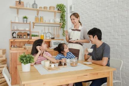 造成孩子不說話的4原因:父母自認的「傾聽」,往往都只是在「確認」!