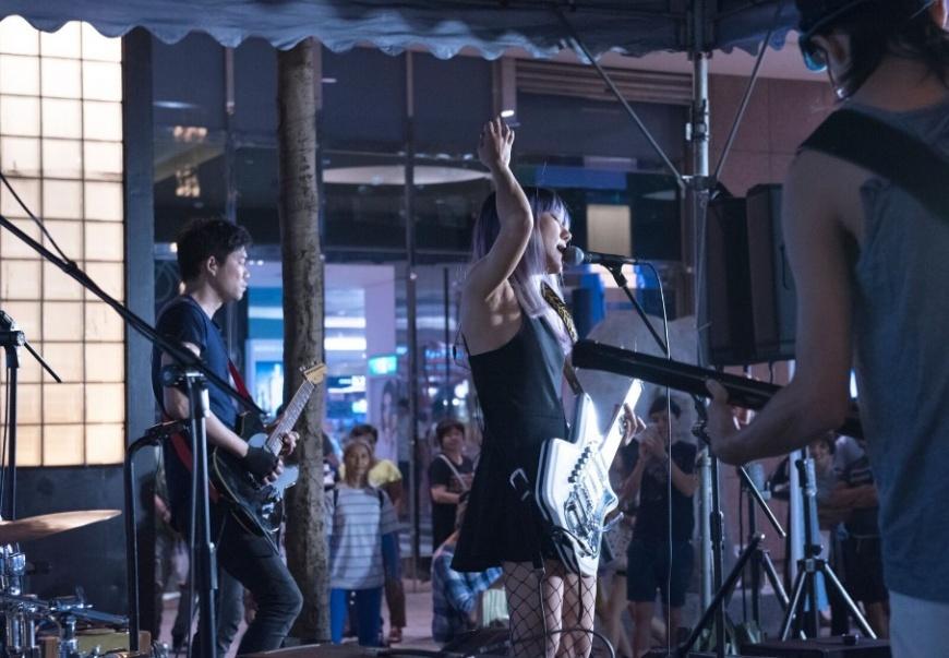 9月17日(日)白目樂隊帶來精彩的壓軸表演,吸引上千人圍觀。