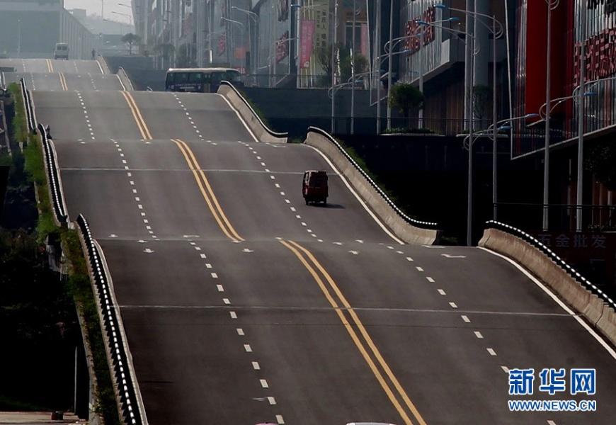 繞圈圈波浪起伏 重慶山城再現「網紅路」