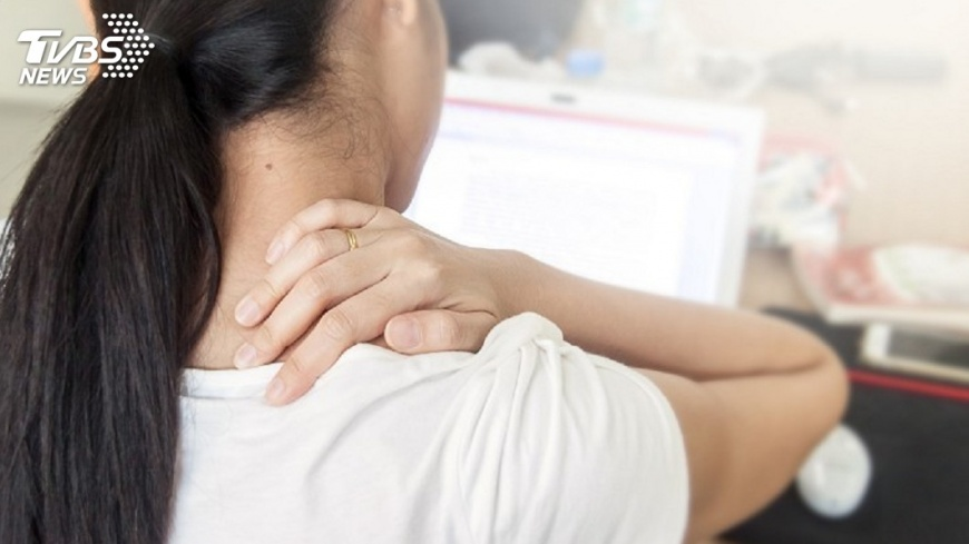 圖/中央社 肩痠亂搥脊椎 反致脊髓損傷手腳痠麻