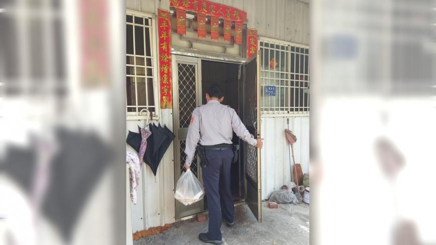 圖/翻攝自高雄市政府警察局六龜分局臉書 警拿到午餐就消失 所長偷跟蹤發現滿滿洋蔥