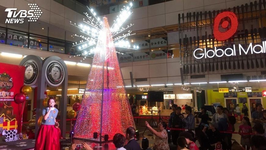 圖/中央社 耶誕節商機旺 百貨業祭優惠搶客
