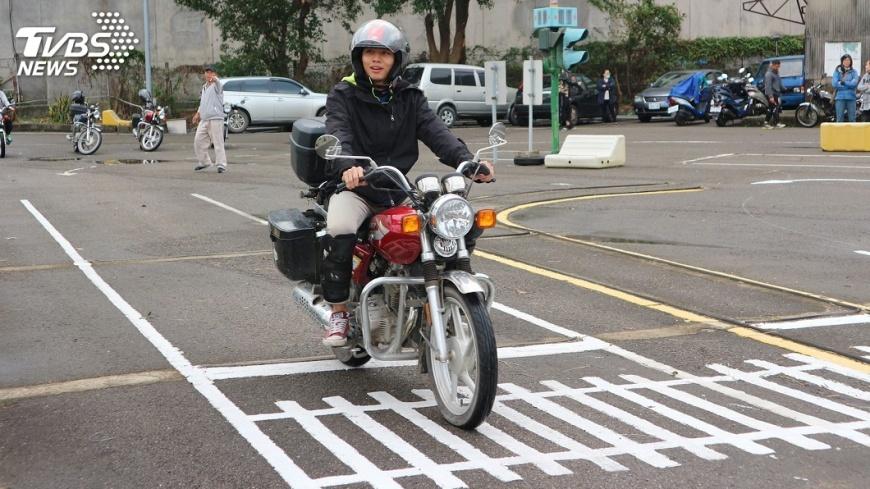 圖/中央社 森林護管員招考  考生騎檔車爭工作機會