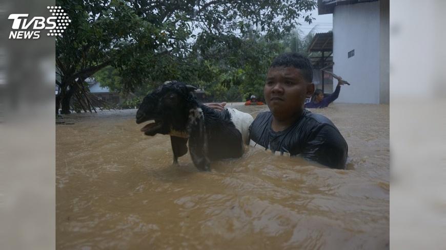 圖/達志影像美聯社 印尼東爪哇洪災 至少20人死亡5人失蹤
