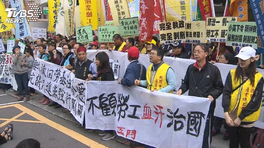 圖/TVBS 不滿修法 勞團23日遊行從民進黨出發