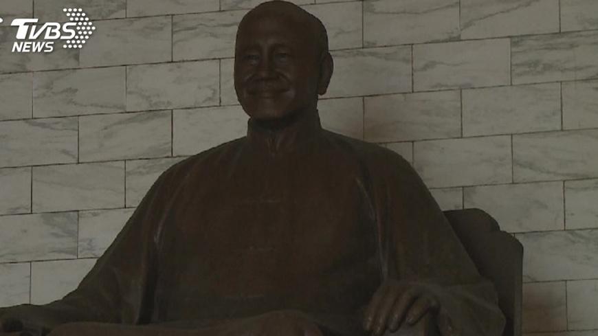 圖/TVBS資料畫面 促轉通過 李翔宙:退輔會不拆蔣公銅像