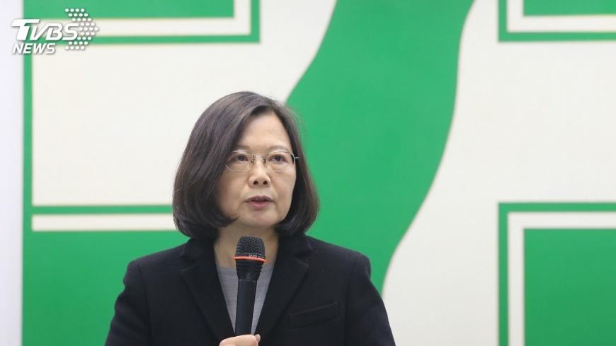 圖/中央社 與年輕黨工談勞基法  蔡英文自認很左派