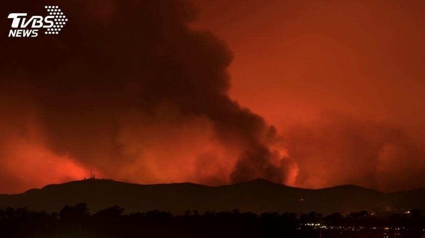 圖/達志影像路透社 加州野火烈焰加焚風 酪梨收成遭殃