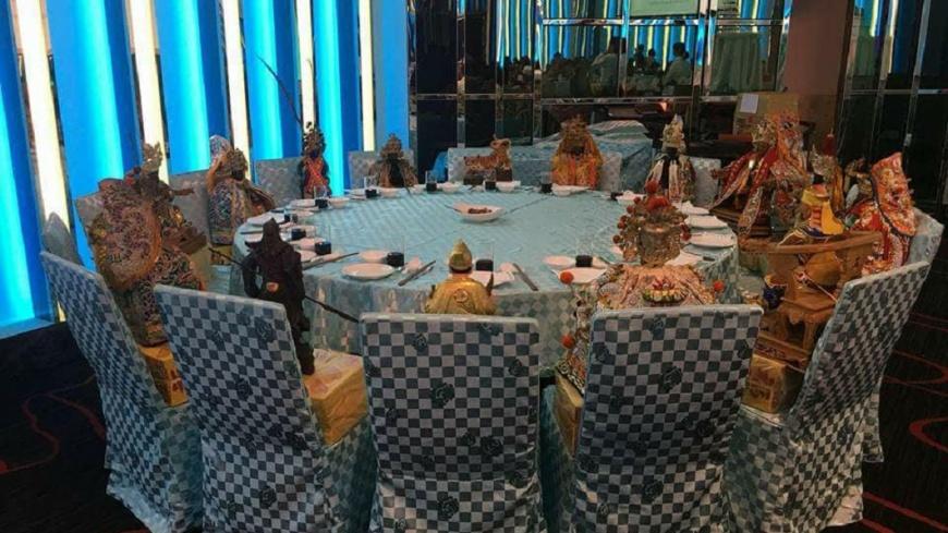 有網友分享參加朋友喜宴時,看到有一桌來賓個個身分超大咖,全都是神明。(圖/翻攝自爆料公社) 超狂!這桌來賓「超大咖」 眾神明齊聚吃喜宴