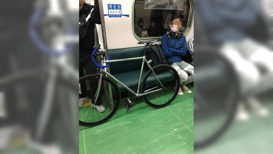 圖/翻攝自爆怨公社 男子單車鎖台鐵博愛座佔位 請移車竟嗆:不方便