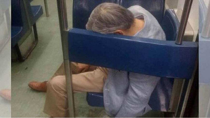 墨西哥一名70歲老翁猝死在地鐵博愛座上好幾個小時,旁邊乘客都沒人發現。(圖/翻攝自推特) 70歲老翁猝死數小時 癱在博愛座沒人理