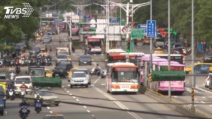 圖/TVBS 10年以上車主請注意 未來將加嚴管制排放