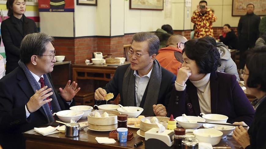 圖/中央社 吃油條、喝豆漿 文在寅體驗北京生活