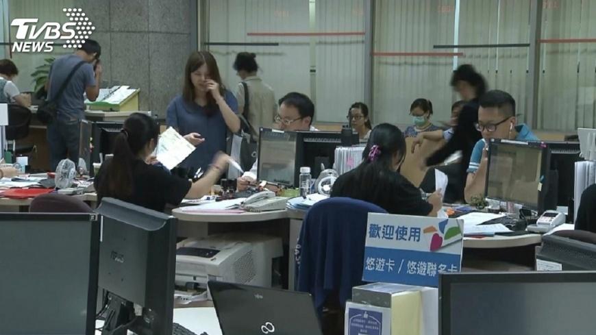 圖/TVBS 爭取公務員休假以小時計算  民眾連署成案