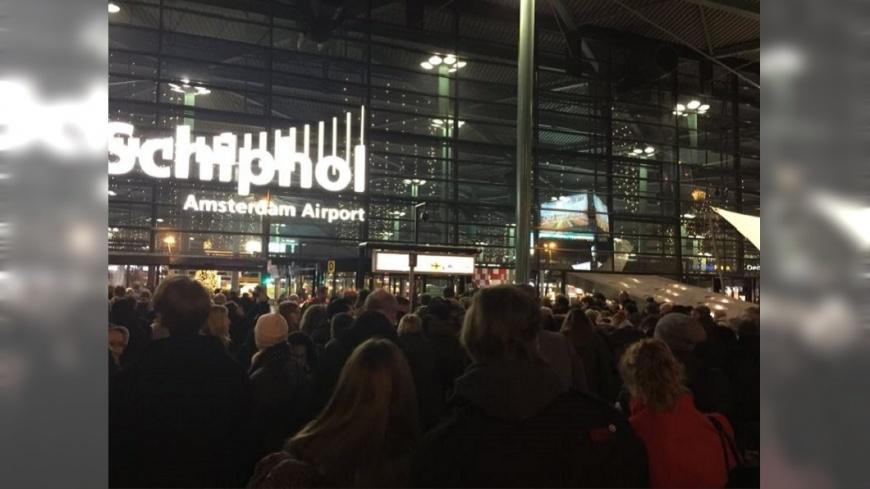 圖/Twitter 荷蘭機場男持刀威脅 警開槍制伏非恐攻