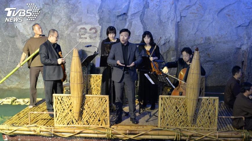 圖/中央社 京劇弦樂四重奏交會  東西樂音坑道迸火花