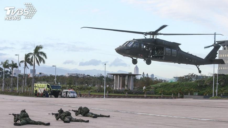 圖/中央社 陸軍黑鷹直升機移交空軍 立委凍結預算3億
