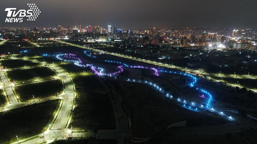圖/中央社 水湳中央公園三色景觀燈 兼顧生態與照明
