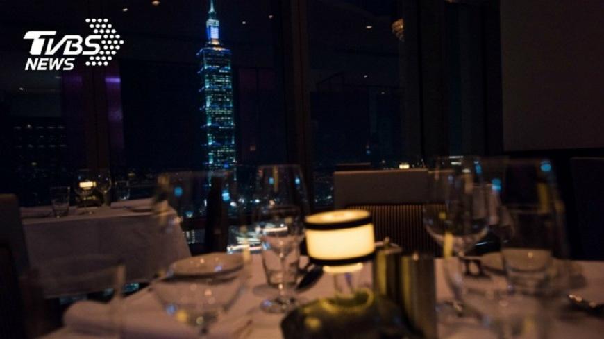 圖/TVBS資料畫面 邊吃邊欣賞煙火 高樓餐廳優雅跨年