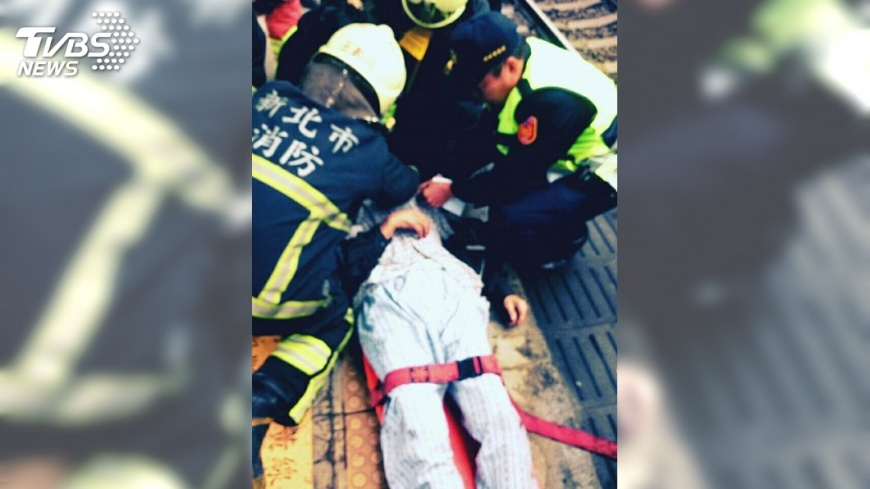 圖/TVBS 快訊/台鐵山佳站旅客墜軌遭撞 08:38恢復行駛