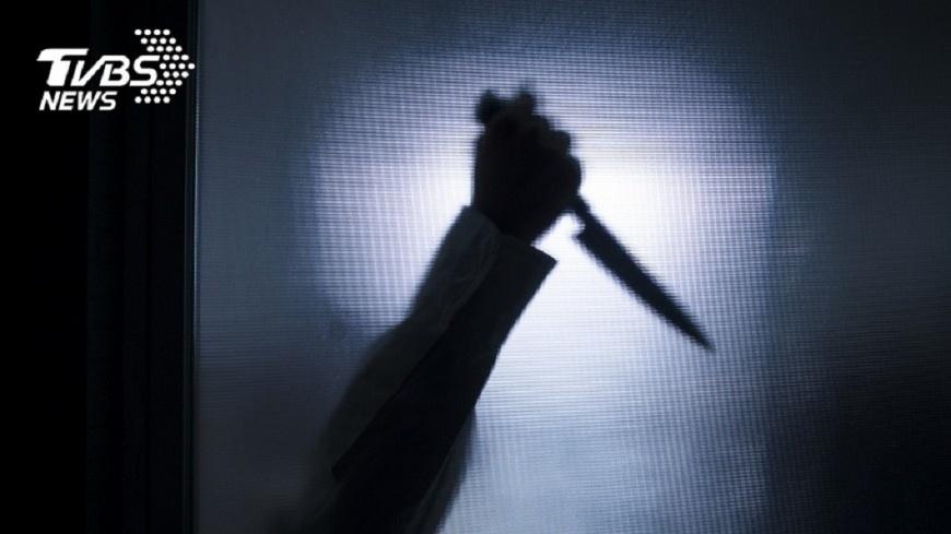 一名人夫不堪長期遭兒子虐待施暴,他反抗把對方殺死。(示意圖/TVBS) 遭虐4年「小腸都被捅出來」 父反抗打死家暴兒