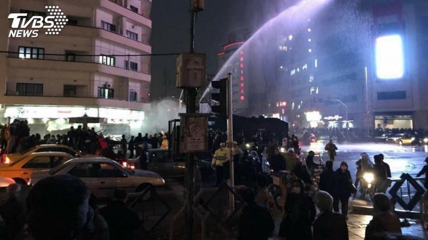 圖/達志影像美聯社 伊朗示威動亂增至21死 首都450人被捕