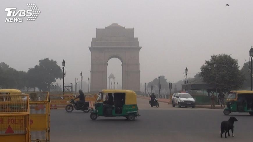 圖/中央社 北印度霧霾濃厚 航班鐵路連3天受影響