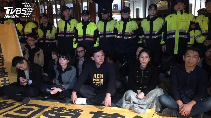 圖/中央社 時力禁食抗議勞基法 府:請回歸議事討論