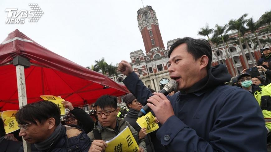 圖/中央社 徐國勇:勞基法修法 逾6成民眾支持