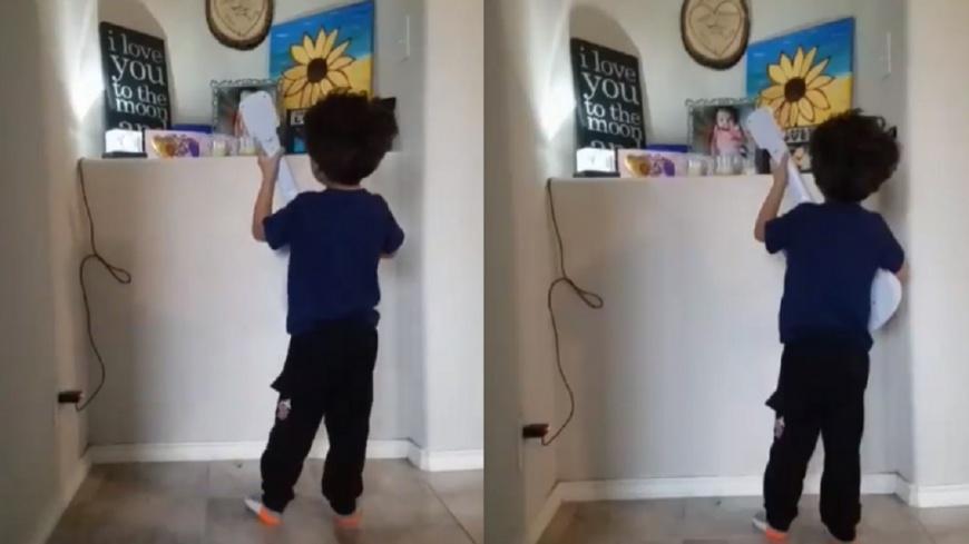 翻攝/Samir Twitter 「要記住我」4歲哥對遺照自彈自唱悼亡妹