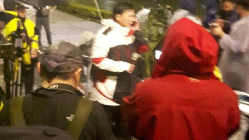 警方在清晨4點15分開始驅離抗議民眾,立委黃國昌在現場聯繫相關人員進行後續處理。(圖/台北市警局提供)