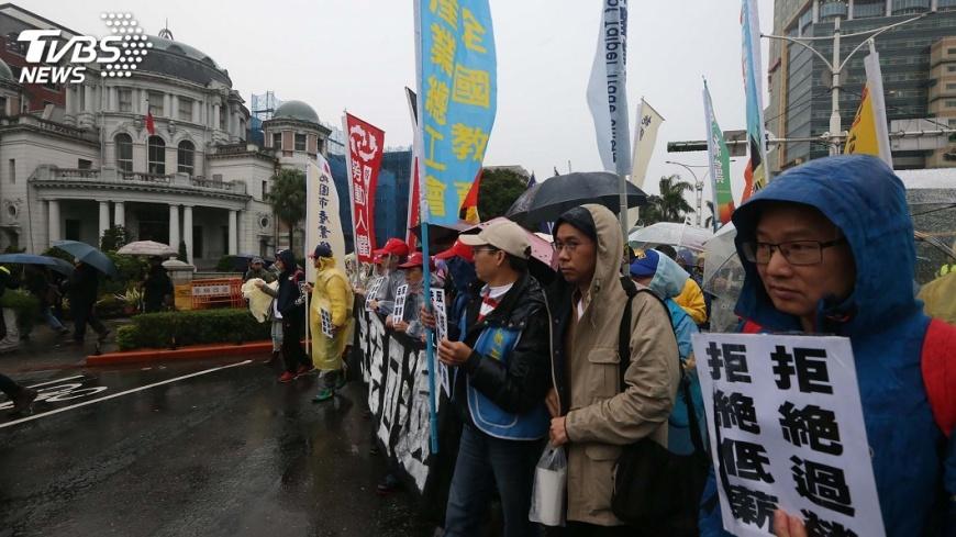 圖/中央社 修勞基法陳抗不斷 警署籲讓警力歸常態