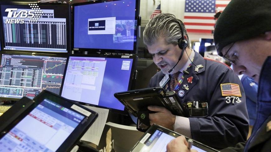 圖/達志影像美聯社 投資人擔心繼續升息  美股今年首次下跌