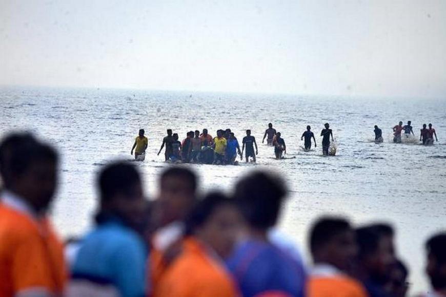 圖/The Hindu 印度學生渡輪上自拍 傾斜翻船釀三死