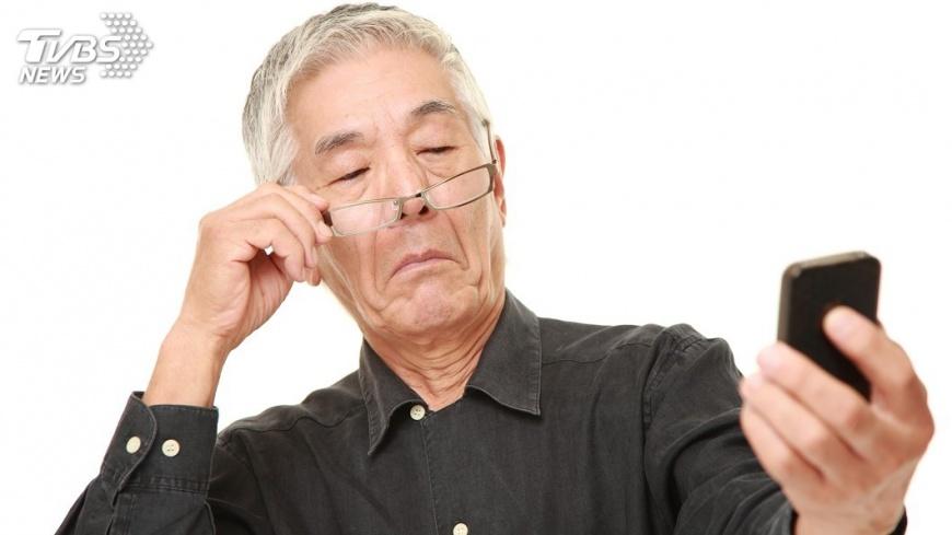 示意圖/TVBS 夜市老花眼鏡恐傷視力 造成白內障