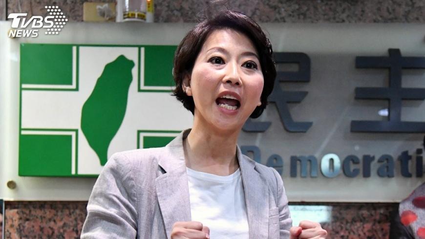 圖/中央社 陳亭妃登記南市長初選 要以藍圖規劃取勝