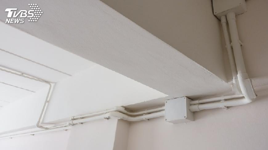 建商把污水管錯接到冷氣管線,導致住戶聞了屎味8年。(示意圖/TVBS) 超崩潰!建商錯把冷氣管接化糞池 6住戶聞屎味8年