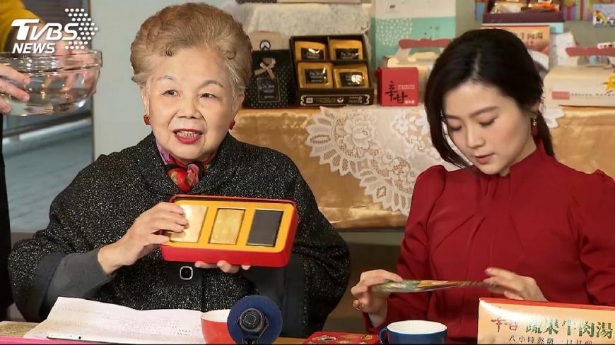 圖/TVBS 柯媽首當網紅直播 熟練宣傳咖啡、肥皂