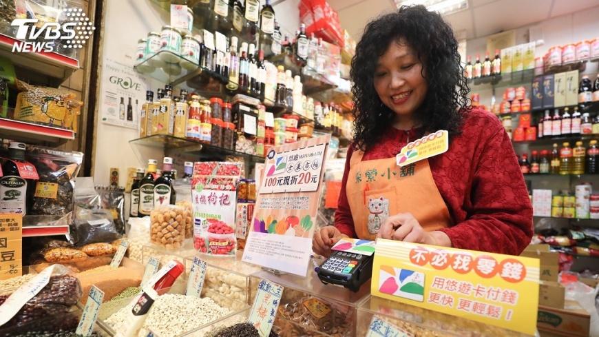圖/中央社 士東市場買菜免帶現金 一張悠遊卡搞定