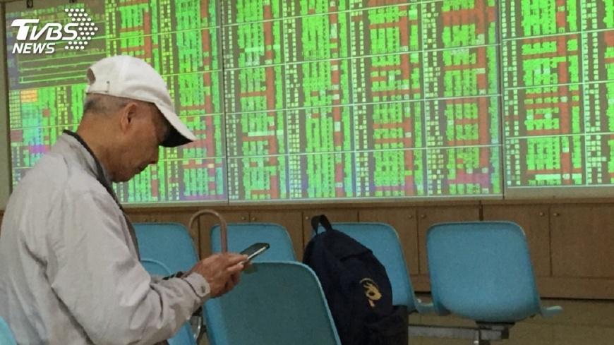 圖/中央社 台股摔破年線 學者:今年經濟不用擔心