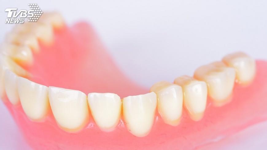 不少網友有過吃東西掉牙的經驗。示意圖。圖/TVBS