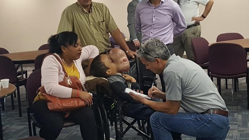 古巴這名少年臉部出現如籃球大的腫瘤,儘管手術後順利切除,不料卻出現併發症身亡。(圖/翻攝自推特) 少年臉長腫瘤宛如籃球大 赴美動手術併發症不治