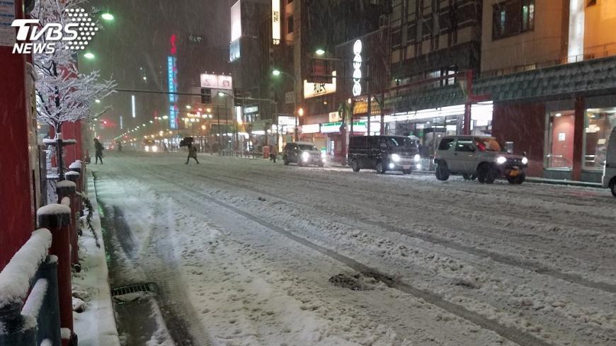 圖/中央社 大亂!東京大雪2死719傷 機場旅客倒地而睡