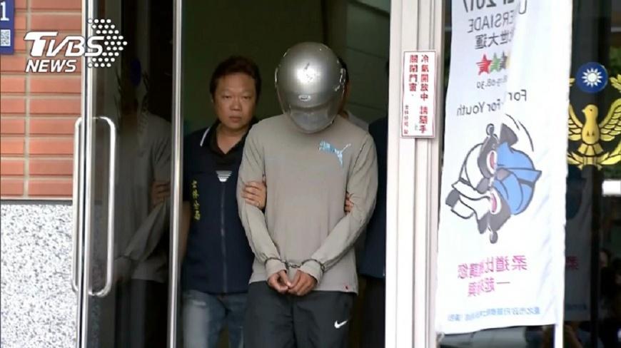 朱姓士官長對妻子波強鹼毀容,法院開庭審理時他稱說是普通傷害,祈求法官給他機會。(圖/TVBS) 潑強鹼毀妻容 士官長稱「普通傷害」:求法官給我機會