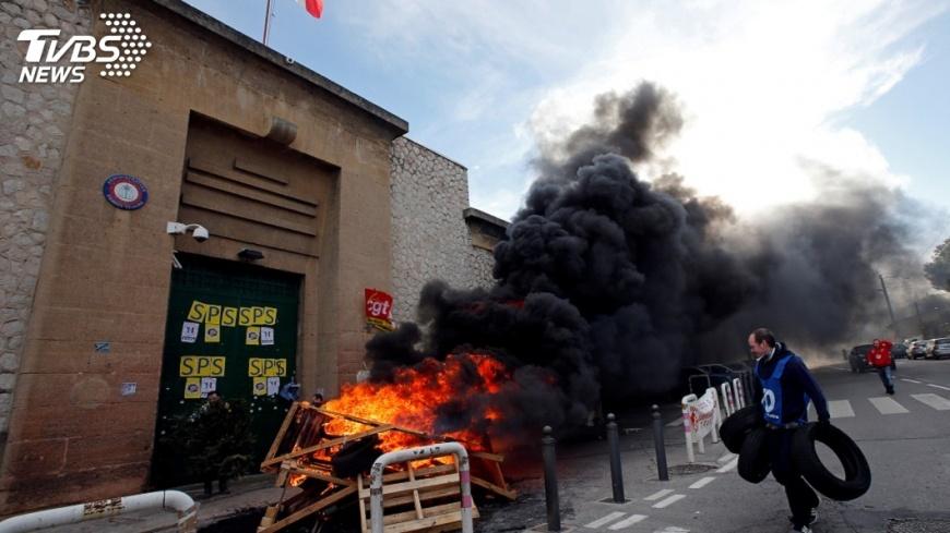 圖/達志影像路透社 監獄超收囚犯襲警頻傳 法國獄警續罷工