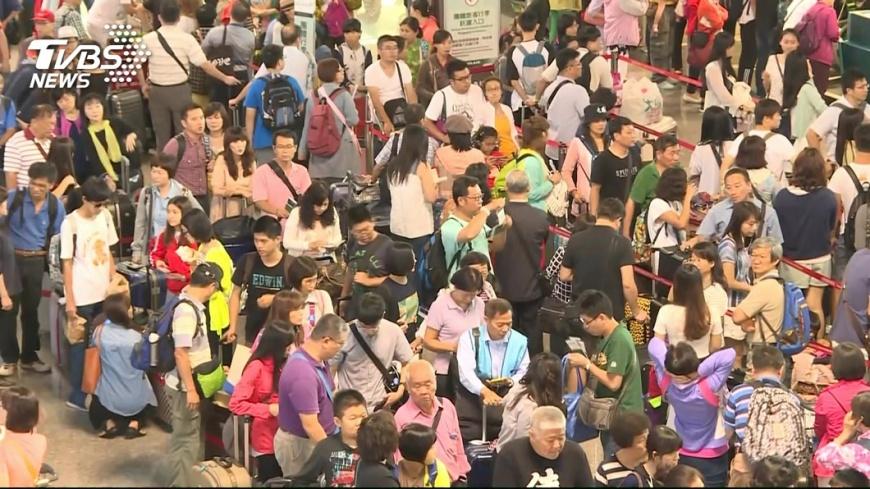 圖/TVBS M503爭議 近千名台生買不到返台過年機票