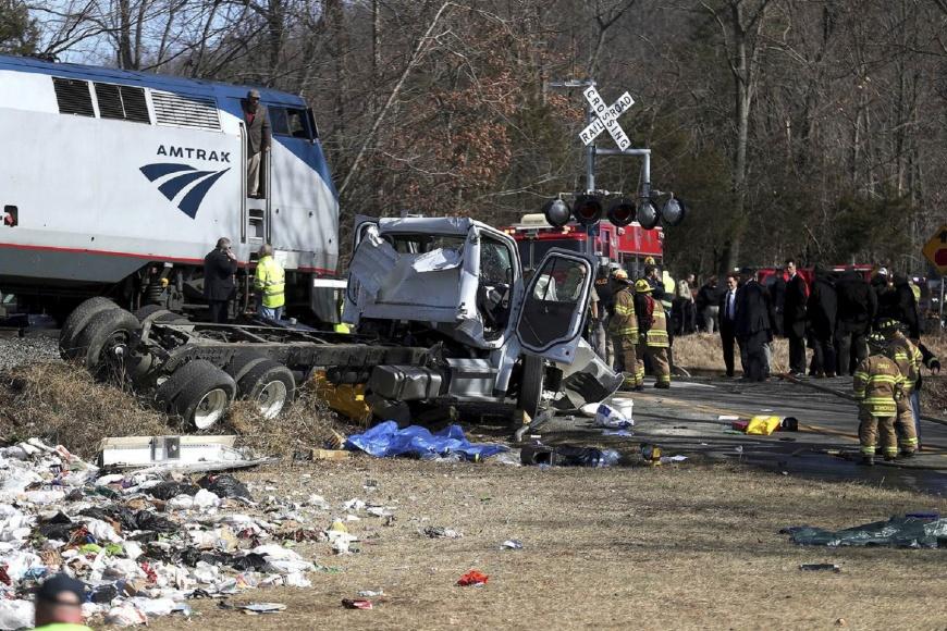 圖/NBC NEWS 華府火車撞垃圾車 滿載議員1死、1傷